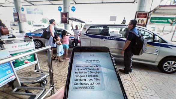 Đi máy bay, khách chưa bay đã nhận được 11 tin nhắn taxi chào mời - Ảnh 3.