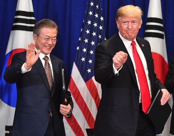 Ông Trump hỏi tổng thống Hàn: Ngài đã đọc tweet mới nhất của tôi chưa? - Ảnh 1.