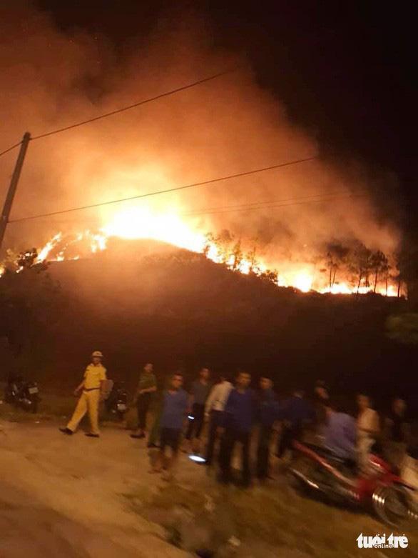 Cháy rừng uy hiếp đường dây 500 kV, EVN báo cáo Thủ tướng - Ảnh 2.