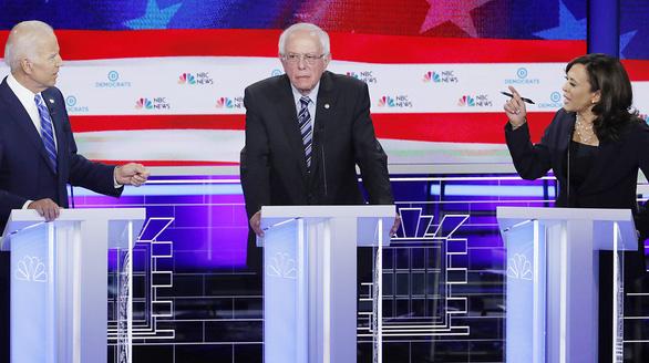 Coi ứng viên đảng Dân chủ tranh luận trên truyền hình, ông Trump chê chán ngắt - Ảnh 1.