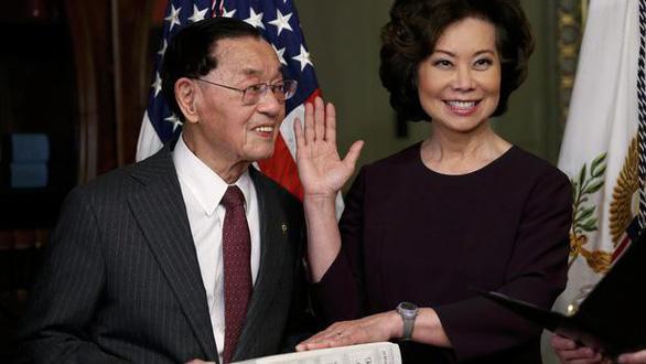 Bộ trưởng Mỹ bị nghi xung đột lợi ích vì người thân làm vận tải ở Trung Quốc - Ảnh 3.