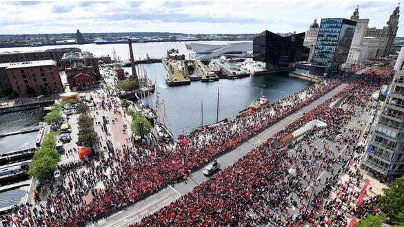 Biển người hơn 750.000 người đón Liverpool ca khúc khải hoàn - Ảnh 1.