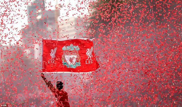 Biển người hơn 750.000 người đón Liverpool ca khúc khải hoàn - Ảnh 3.