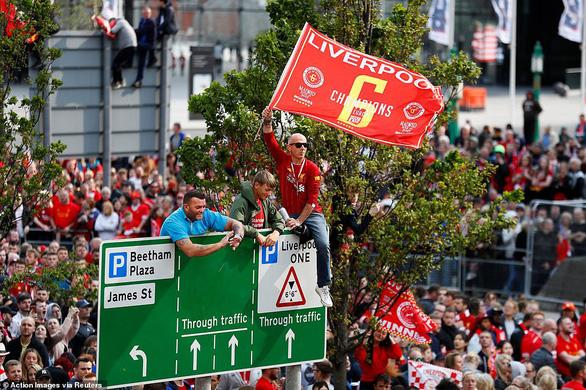 Biển người hơn 750.000 người đón Liverpool ca khúc khải hoàn - Ảnh 4.