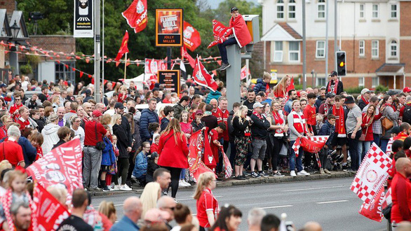 Biển người hơn 750.000 người đón Liverpool ca khúc khải hoàn - Ảnh 5.