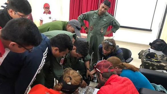 Điều trực thăng tìm 8 nhà leo núi mất tích - Ảnh 3.
