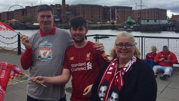 Biển người hơn 750.000 người đón Liverpool ca khúc khải hoàn - Ảnh 8.