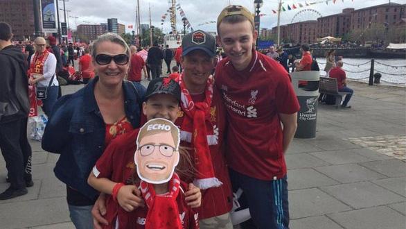 Biển người hơn 750.000 người đón Liverpool ca khúc khải hoàn - Ảnh 10.
