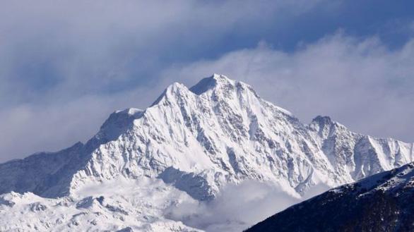 Điều trực thăng tìm 8 nhà leo núi mất tích - Ảnh 4.