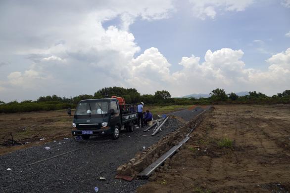 Bắt nóng vụ san ủi, làm đường, có dấu hiệu phân lô đất nông nghiệp - Ảnh 1.
