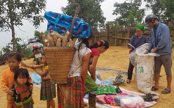 Chợ phiên của một gia đình chênh vênh trên núi cao, rừng sâu - Ảnh 5.