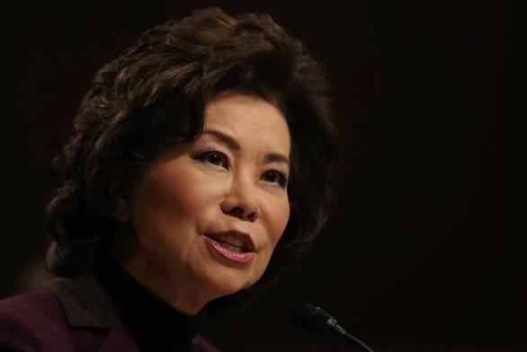 Bộ trưởng Mỹ bị nghi xung đột lợi ích vì người thân làm vận tải ở Trung Quốc - Ảnh 1.
