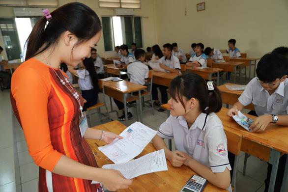 Tuyển sinh lớp 10: hôm nay 3-6 thi toán, ngoại ngữ, lịch sử - Ảnh 10.
