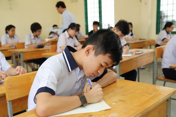 Đề thi tiếng Anh lớp 10 TP.HCM sai: Viết young hay your vẫn được điểm tối đa - Ảnh 1.
