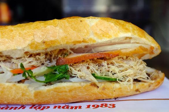 7 loại bánh mì trứ danh chỉ nhắc đã thèm ở TP.HCM - Ảnh 1.