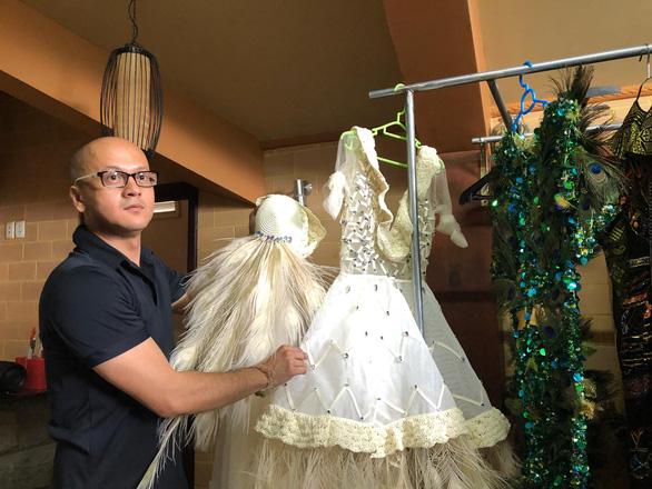 Patrick Phạm mang lãnh Mỹ A và thổ cẩm đến Tuần lễ thời trang Paris - Ảnh 1.
