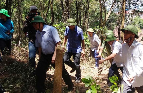 Trưởng Ban Tổ chức trung ương thị sát vụ cháy rừng Hà Tĩnh - Ảnh 1.