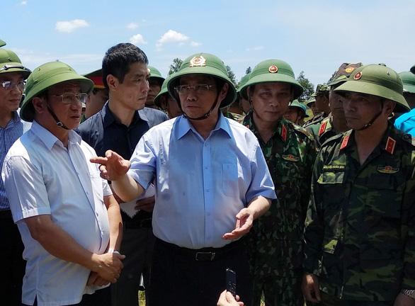 Trưởng Ban Tổ chức trung ương thị sát vụ cháy rừng Hà Tĩnh - Ảnh 2.