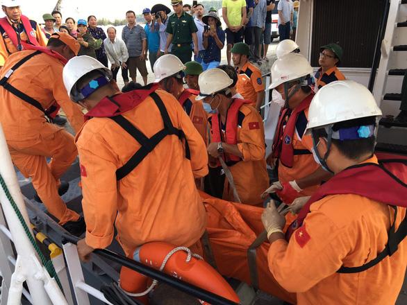 Bộ GTVT đề nghị Bộ Quốc phòng hỗ trợ tìm kiếm 9 ngư dân mất tích - Ảnh 2.
