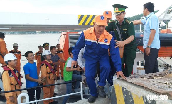 Quê nhà quặn lòng đón thi thể thuyền viên bị chìm tàu - Ảnh 4.