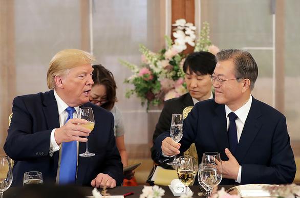 Chờ cú bắt tay Trump - Kim ở DMZ - Ảnh 1.