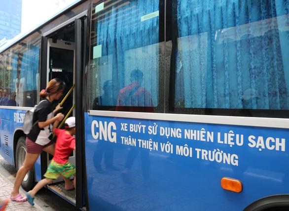 Độc quyền cấp nhiên liệu CNG, nguy cơ xe buýt rối loạn - Ảnh 1.