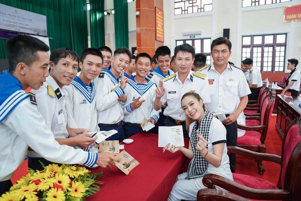 Hành trình từ trái tim trao sách đến vùng biển đảo Tây Nam - Ảnh 3.