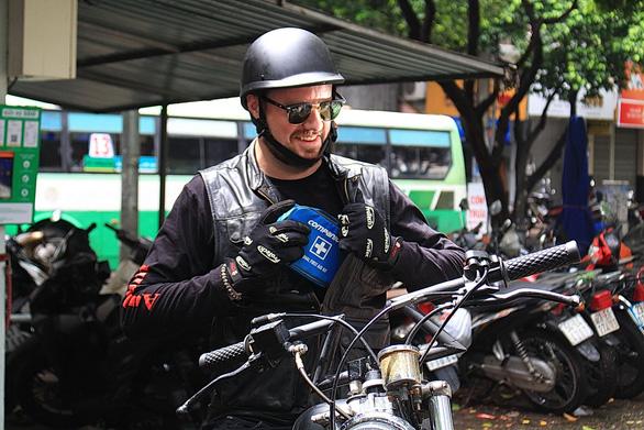 Chiếc túi cứu thương của chàng trai Canada kinh doanh tại Việt Nam  - Ảnh 1.