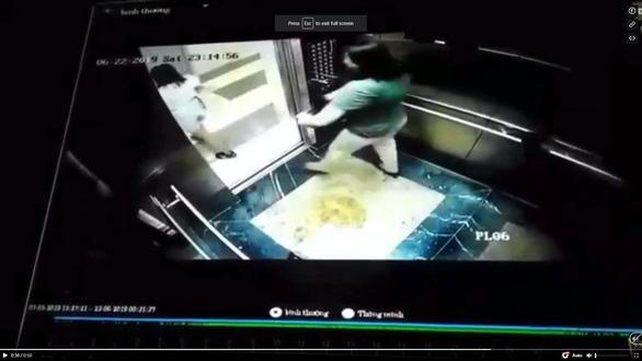 Xả rác bừa bãi, tè trong thang máy... là kiểu Việt Nam? - Ảnh 1.