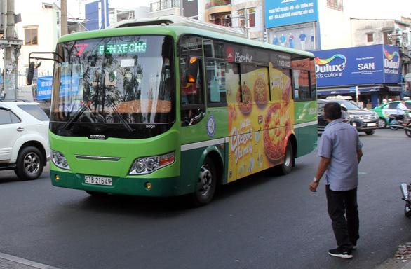 Quảng cáo trên xe buýt TP.HCM: Chủ nhãn hàng có thể trực tiếp đấu giá - Ảnh 1.