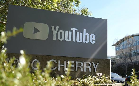 YouTube cấm trẻ livestream một mình, tránh những kẻ ấu dâm - Ảnh 2.