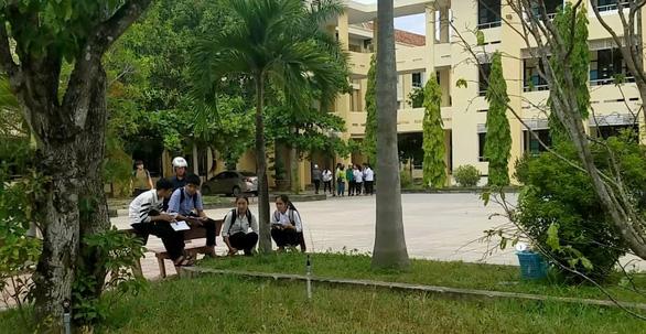 Bí thư Tỉnh ủy Quảng Bình yêu cầu công an điều tra vụ trùng đề thi - Ảnh 1.
