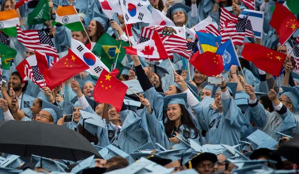 Mỹ thừa nhận siết visa, chỉ đón du học sinh Trung Quốc tới để học - Ảnh 2.
