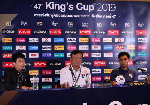 King's Cup 2019: Tiền đạo Dangda bỡ ngỡ khi đối mặt 'đồng đội' Văn Lâm - Ảnh 1.