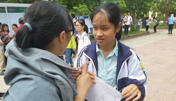 Bộ GD-ĐT ủng hộ Quảng Bình tổ chức thi lại cho 6.400 thí sinh - Ảnh 1.
