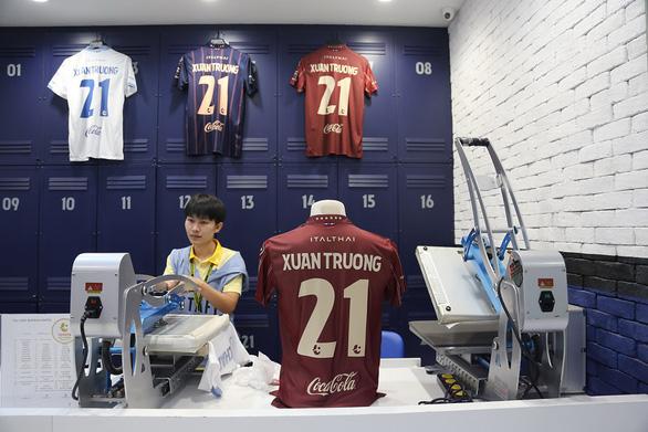 King's Cup và chiếc áo đấu đang nổi bần bật của Xuân Trường - Ảnh 1.