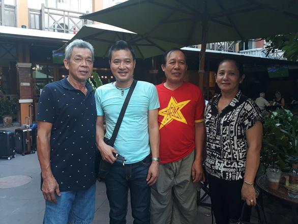 Bố mẹ Hồng Duy và cựu danh thủ Hồng Sơn sang Buriram cổ vũ tuyển Việt Nam - Ảnh 3.