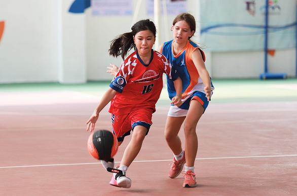 Thể thao giúp trẻ dễ hòa nhập và làm việc tập thể - Ảnh 2.
