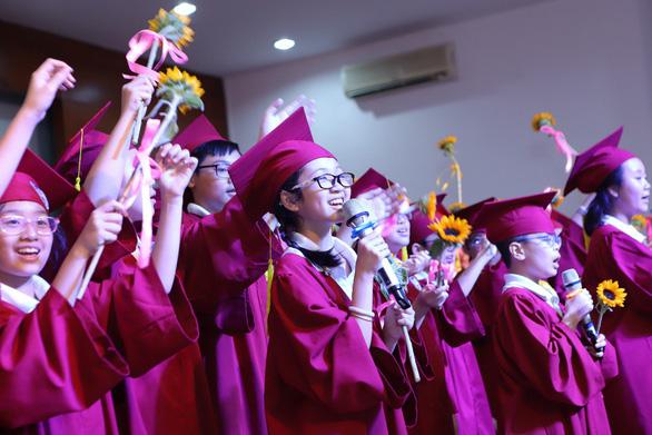 Lễ ra trường nhiều cảm xúc của học sinh lớp 5 IPS - Ảnh 12.