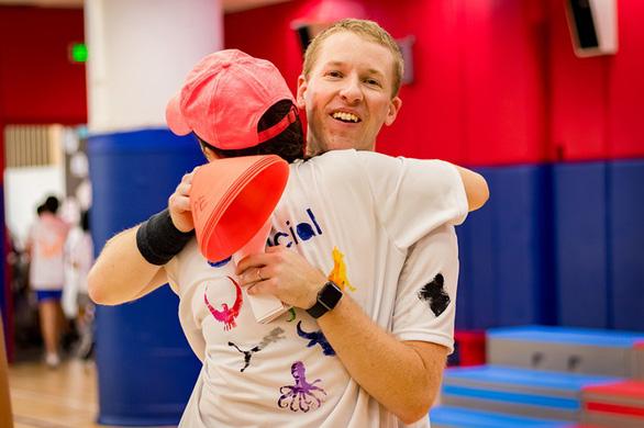 Thể thao giúp trẻ dễ hòa nhập và làm việc tập thể - Ảnh 3.
