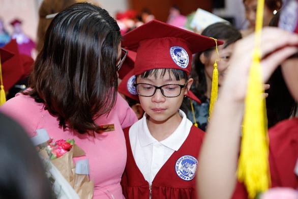 Lễ ra trường nhiều cảm xúc của học sinh lớp 5 IPS - Ảnh 8.