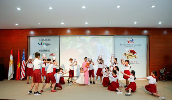 Lễ ra trường nhiều cảm xúc của học sinh lớp 5 IPS - Ảnh 10.