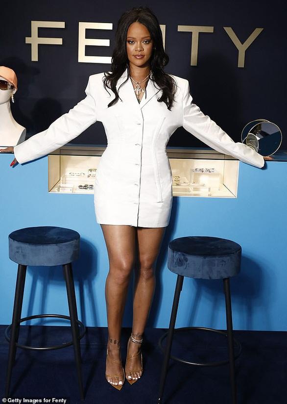 Rihanna được vinh danh là nữ ca sĩ giàu nhất thế giới - Ảnh 2.