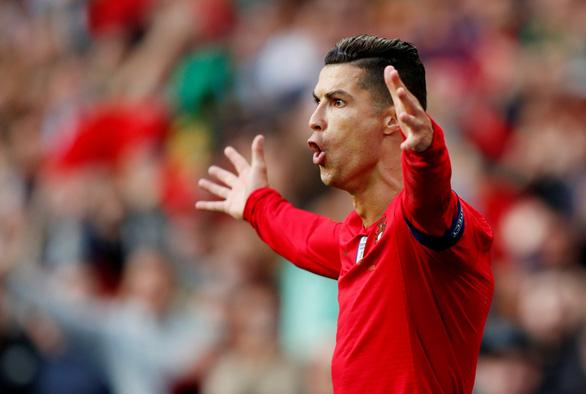 Ronaldo lập hat-trick, Bồ Đào Nha vào chung kết UEFA Nations League - Ảnh 1.