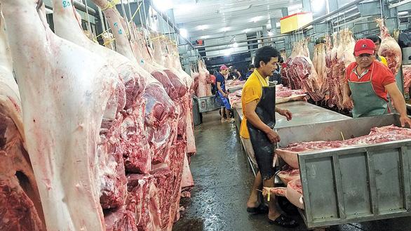Giá thịt heo: Nơi giảm mạnh, nơi neo cao - Ảnh 1.