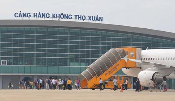 Cấm bay 1 năm với hành khách đánh nhân viên hàng không - Ảnh 1.