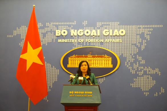 Việt Nam phản đối sách giáo khoa Trung Quốc xuyên tạc chủ quyền ở Biển Đông - Ảnh 1.