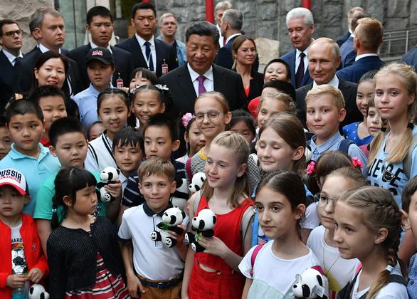 Ông Putin mỉm cười trước món quà gấu trúc của Trung Quốc - Ảnh 2.