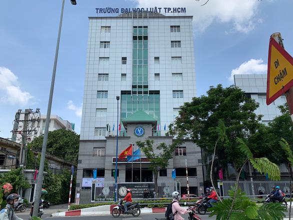 Bộ trưởng Phùng Xuân Nhạ yêu cầu giải quyết sớm chuyện ở ĐH Luật TP.HCM - Ảnh 1.
