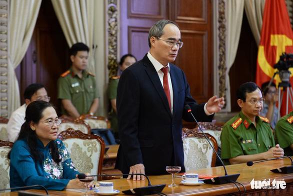 Trao quyết định phê chuẩn kết quả bầu hai phó chủ tịch UBND TP.HCM - Ảnh 2.